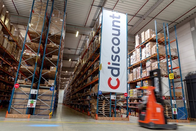 intérieur entrepôt Cdiscount