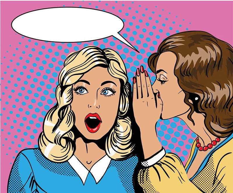 deux femmes font du bouche à oreille