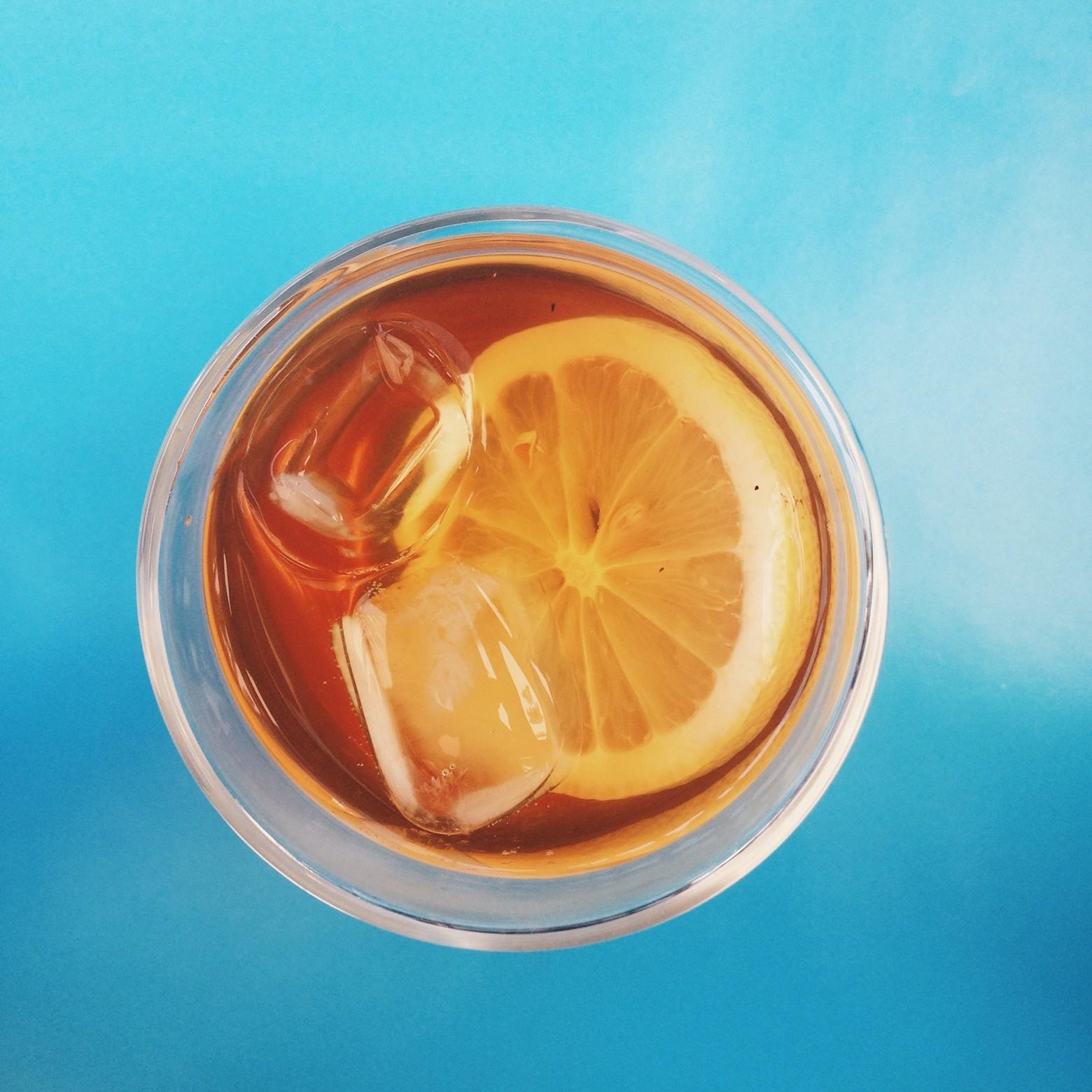 Verre de citron et glace
